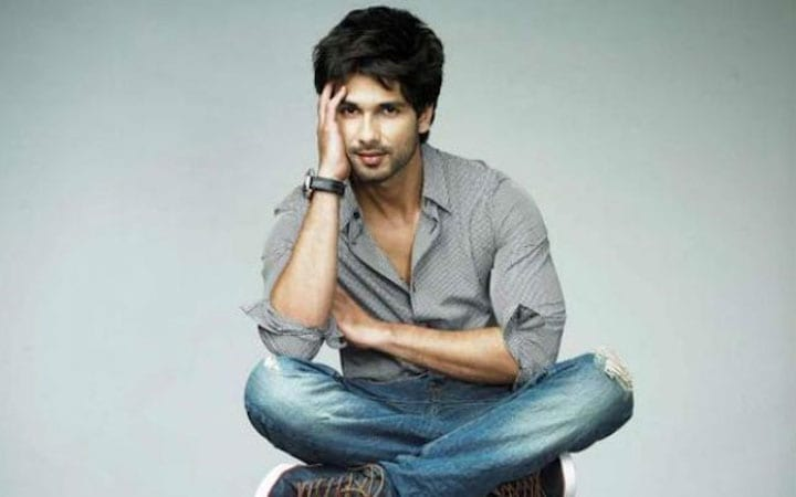 Team Jersey wraps the shoot after a year, Shahid Kapoor posts a picture to mark the occasion