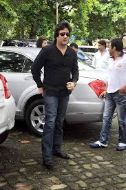 File:Fardeen Khan at Dara Singh's funeral 29.jpg - Wikimedia Commons
